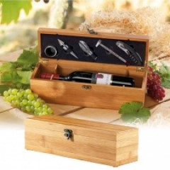 edler Weinkasten mit Werkzeug