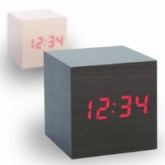 stylische Uhr aus Holz