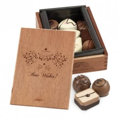 Pralinen im Holzkästchen mit Gravur